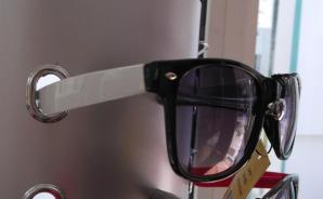 Ochelari de soare cu rama colorata - alb