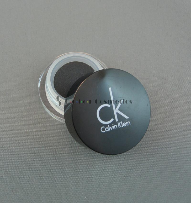 Fard mono Calvin Klein sheer crème eyeshadow - Vinyl Black (Negru)