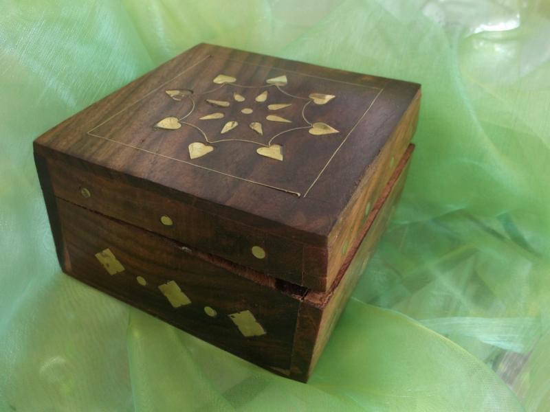 Caseta bijuterii lemn cu model floral